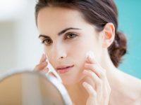 Trang điểm trong thời gian điều trị mụn liệu có tốt cho da mặt không?