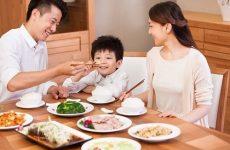 Nên ăn cơm cùng gia đình