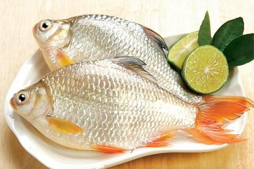Cá diếc hấp hạt sen, dâm dương hoắc là món ăn cho chàng thích hợp