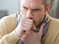 Bị ho kéo dài là dấu hiệu của ung thư phổi