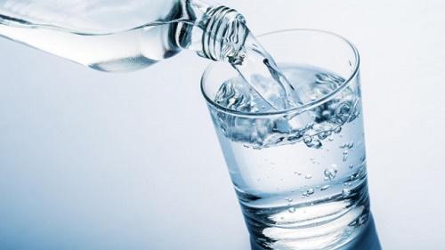 Uống nước trước khi uống rượu bia