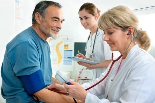 Cách chữa cao huyết áp ở người già
