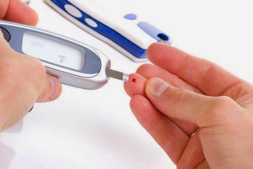 Nên đo chỉ số máu để biết có bị gan nhiễm mỡ không