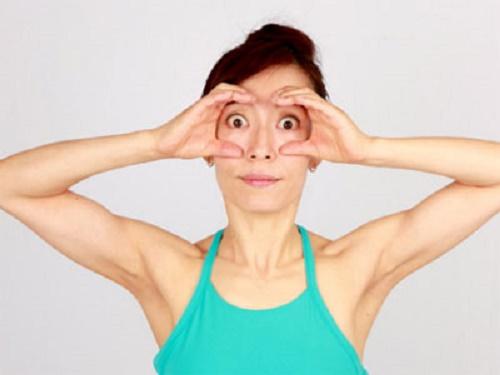 Tập Yoga giúp cho mắt sáng đẹp