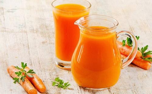 Chữa viêm phổi bằng nước ép cà rốt