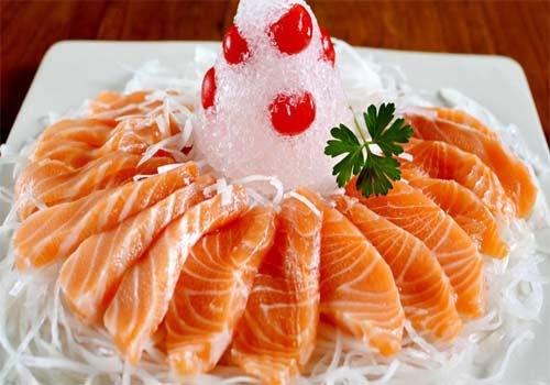 Khi bị thận yếu các loại cá mà bạn nên ăn đó là cá thu, cá hồi, cá ngừ
