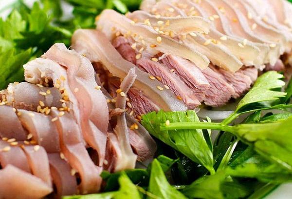 Thịt dê nấu cùng tôm nõn, tỏi