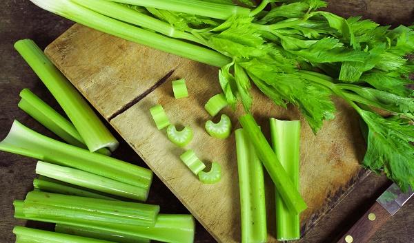 Cần tây - Thực phẩm có vị cay ngăn ngừa sỏi thận