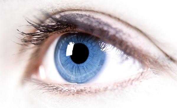 Phụ nữ màu mắt sáng chịu đau tốt hơn