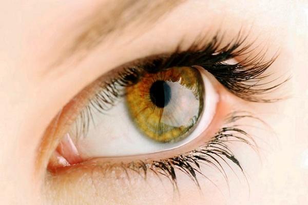 Màu mắt sáng: Nguy cơ bị thoái hóa điểm vàng