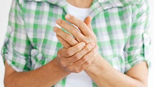 Các đối tượng dễ mắc bệnh viêm khớp dạng thấp