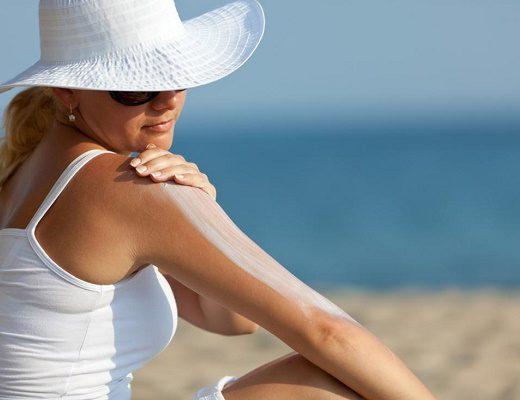 TOP 5 Cách chống nắng khi đi biển, xóa tan nỗi lo sạm da