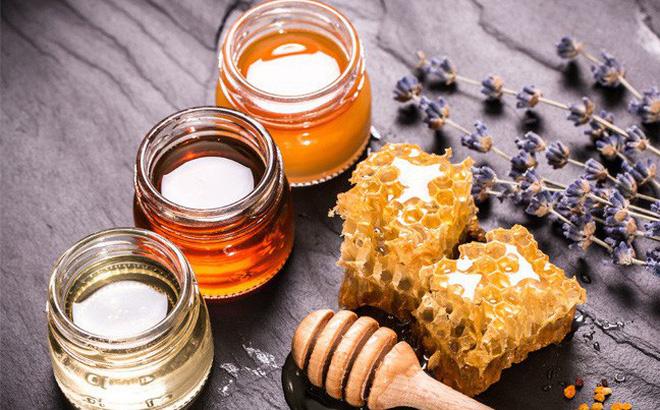 Mật ong giúp trị mụn đỏ 2 bên má ngay tại nhà