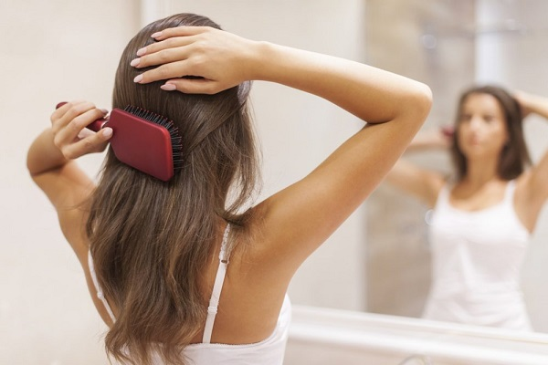 Chảy tóc trước khi gội đầu giúp giảm tình trạng rụng tóc đáng kể